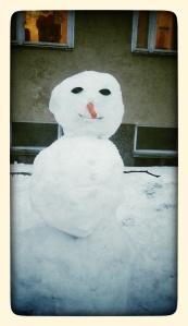 Day 35: Proekt 365 Neighbourhood snowman & the family who made him