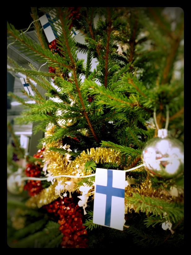 A lovely little Christmas tree garland of Finnish flags at one of the local supermarkets.